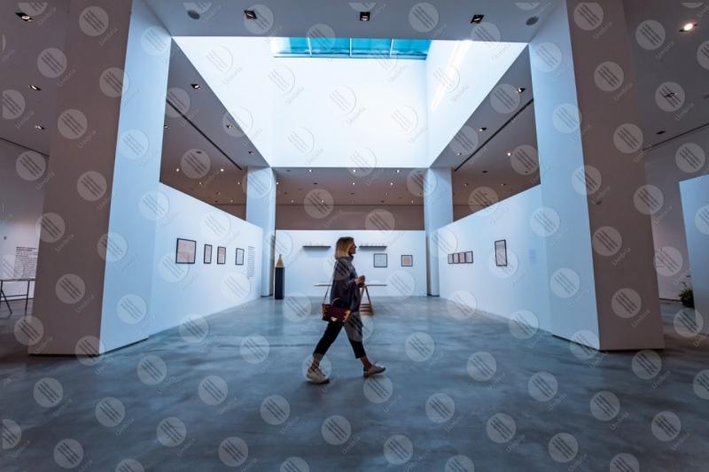 Ciac Museum Centro Italiano Arte Contemporanea interno mostra donna ragazza  Foligno