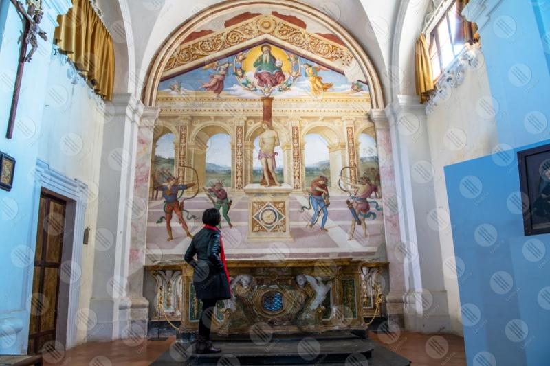 Collegiata di San Michele Arcangelo interno affresco colori arte donna ragazza volte  Panicale