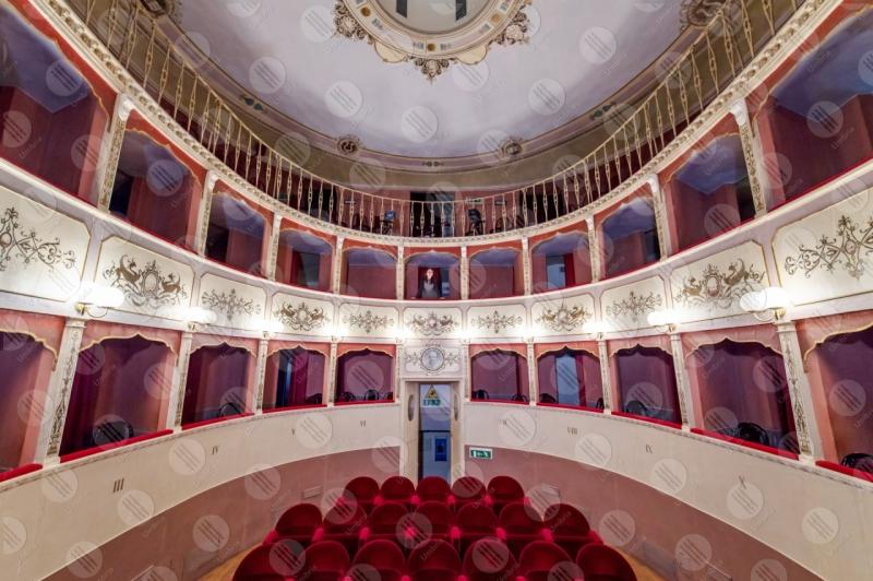 Teatro Caporali interno platea seggiolini affreschi colori arte spettacoli  Panicale
