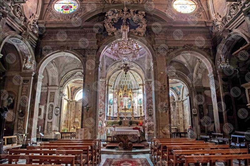 Collegiata di San Michele Arcangelo interno altare affreschi colori arte rosoni panche colonne volte sculture  Panicale