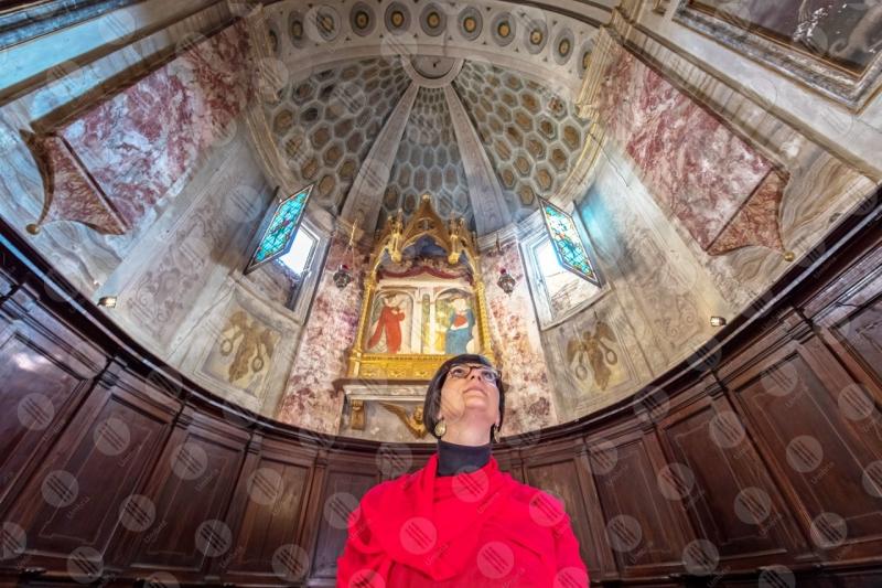 Collegiata di San Michele Arcangelo interno affresco colori arte donna ragazzaa  Panicale
