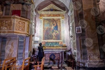 panicale Collegiata di San Michele Arcangelo interno affresco colori arte donna ragazza panche sedie