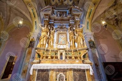 panicale Collegiata di San Michele Arcangelo interno altare sculture affreschi colori arte colonne volte
