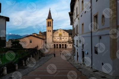 spoleto Piazza Duomo Duomo centro storico facciata scalianta