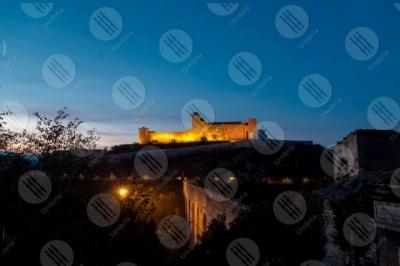 spoleto Rocca Albornoziana tramonto panorama cielo cielo sereno centro storico mura torri luci