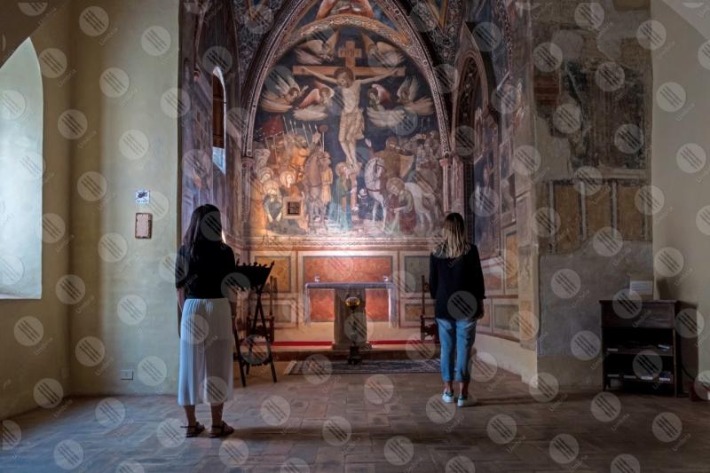 Cappella di Santa Croce Santuario di Santa Chiara della Croce affreschi colori arte donne  Montefalco