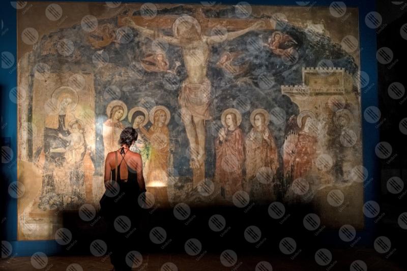 Chiesa San Francesco affresco colori arte dettagli particolari crocifissione donna ragazza  Trevi