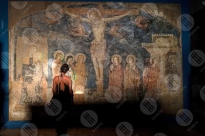 trevi Chiesa San Francesco affresco colori arte dettagli particolari crocifissione donna ragazza