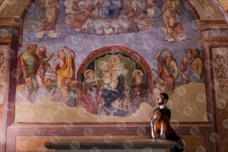 Chiesa di Santa Maria delle Grazie affresco colori arte dettagli particolari coppia ragazzo ragazza  Sant'Anatolia di Narco
