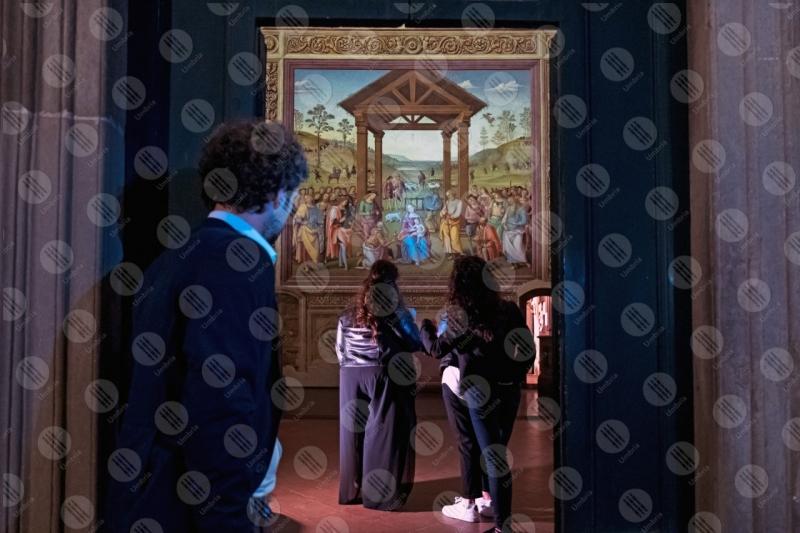 Adorazione dei magi Oratorio di Santa Maria dei Bianchi affresco colori arte persone  Città della Pieve