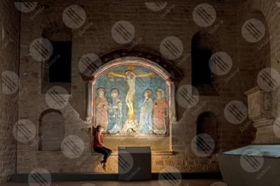 gubbio Crocifisso con dolenti e santi Palazzo dei Canonici Museo Diocesano affresco colori arte ragazza
