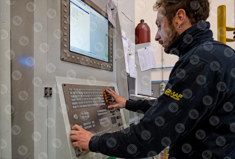 industria impresa economia lavoro lavorazione lavoratore strumenti uomo operaio  Umbria