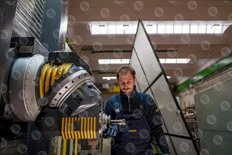 industria impresa economia lavoro lavorazione lavoratore operaio strumenti uomo  Umbria