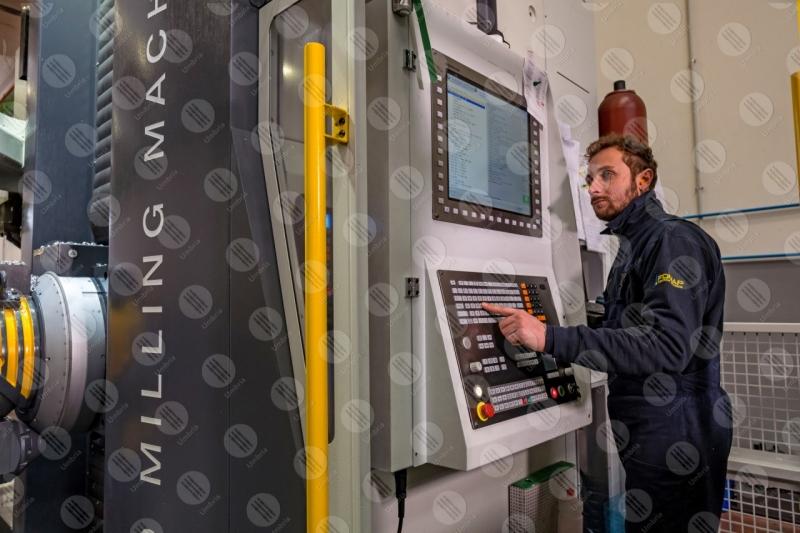 industria impresa economia lavoro lavorazione strumenti lavoratore operaio uomo  Umbria