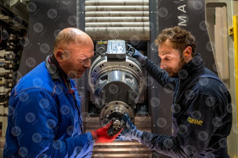 industria impresa economia lavoro lavorazione strumenti lavoratori operai uomini  Umbria