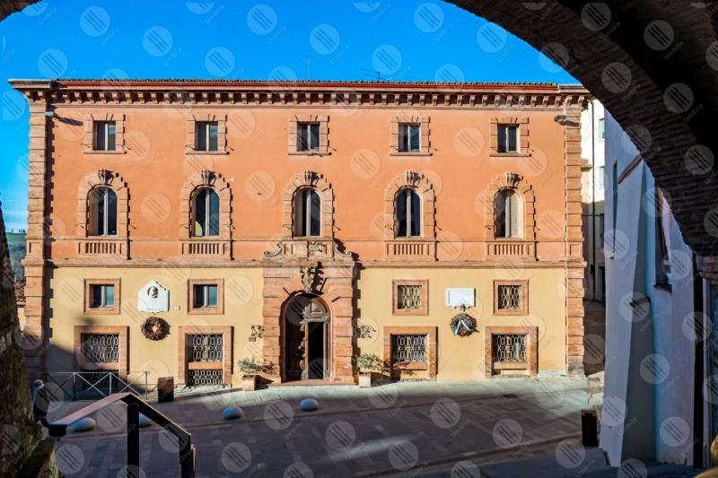 centro storico residenza comunale comune palazzo facciata strada cielo cielo sereno  Marsciano