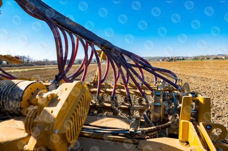 agricoltura campo trattore lavoro campagna cielo cielo sereno dettagli particolari  Umbria
