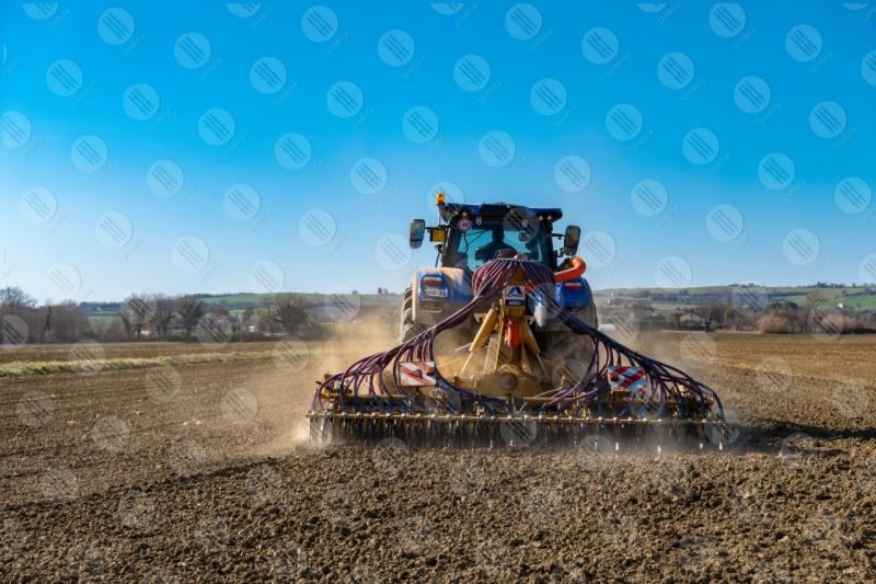 agricoltura campo trattore lavoro campagna cielo cielo sereno  Umbria