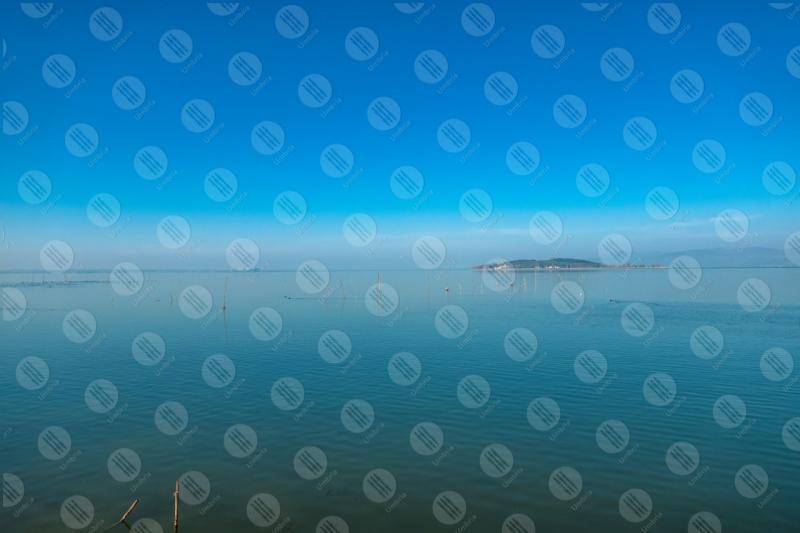 Lago Trasimeno Isola Polvese acqua cielo cielo sereno panorama vista paesaggio  Trasimeno