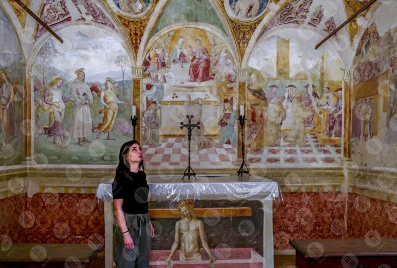 Convento di San Fortunato Tiberio D'Assisi Cappella delle rose dipinti arte donna ragazza  Montefalco