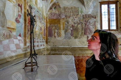 montefalco Convento di San Fortunato Tiberio D'Assisi Cappella delle rose paintings art woman girl