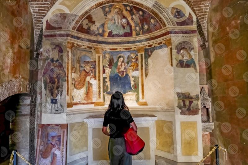 Convento di San Fortunato altare dipinti donna ragazza  Montefalco
